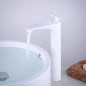 grifo de lavabo blanco moderno