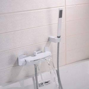 grifería blanca ducha