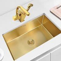Fregadero de cocina dorado bajo encimera